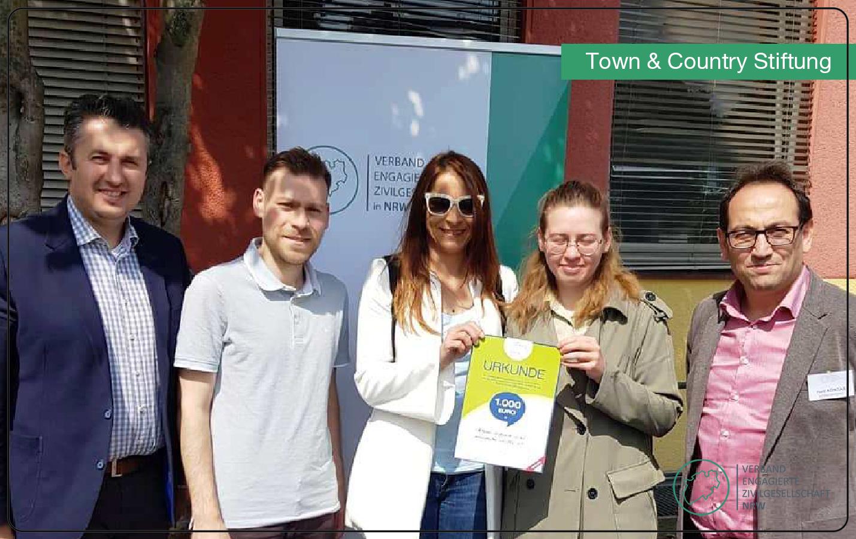 Der Verband engagierte Zivilgesellschaft in NRW wird mit 1.000 Euro durch die Town & Country Stiftung gefördert